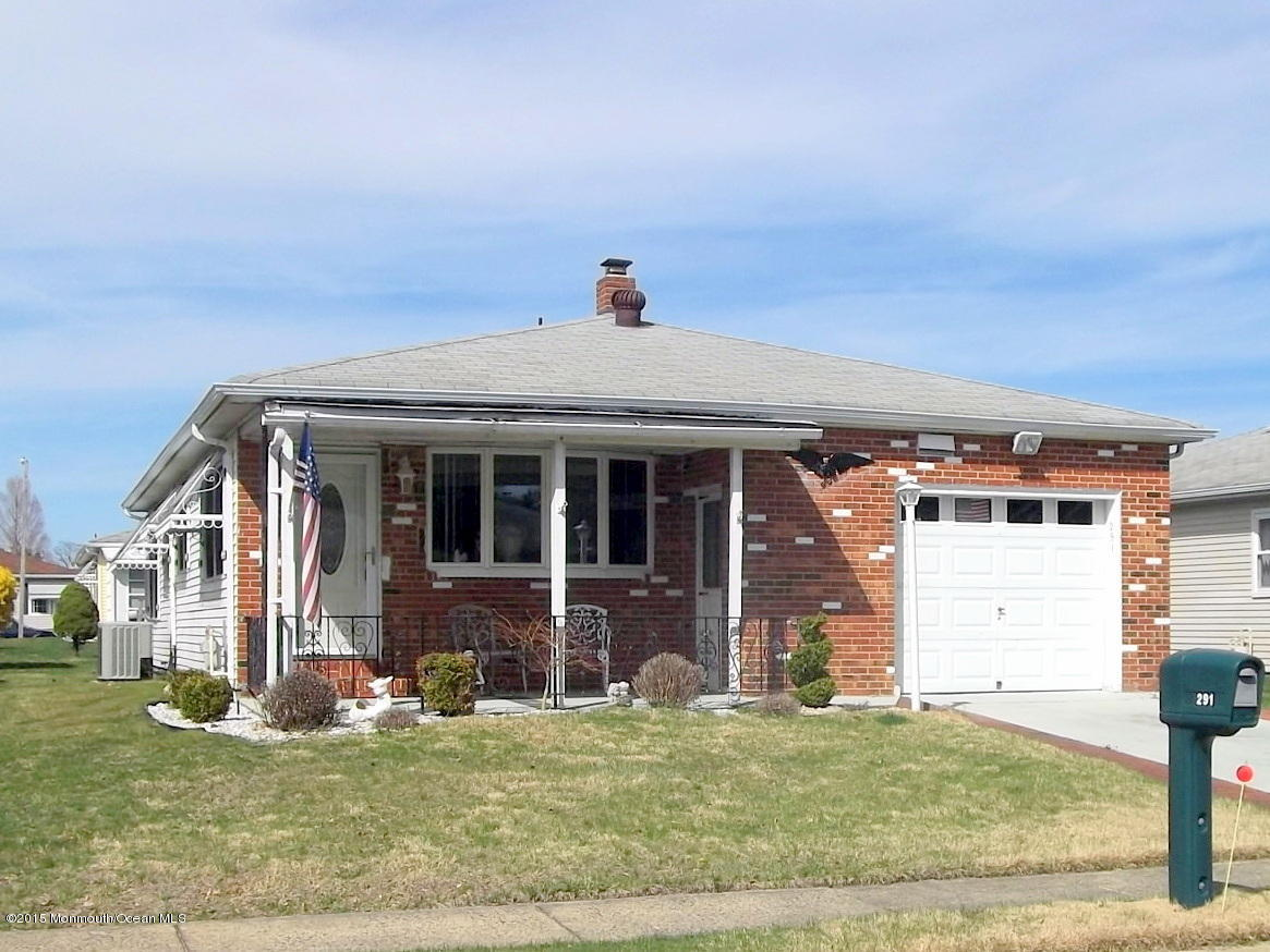 Photo of home for sale at 291 Port Royal Drive Drive, Toms River NJ