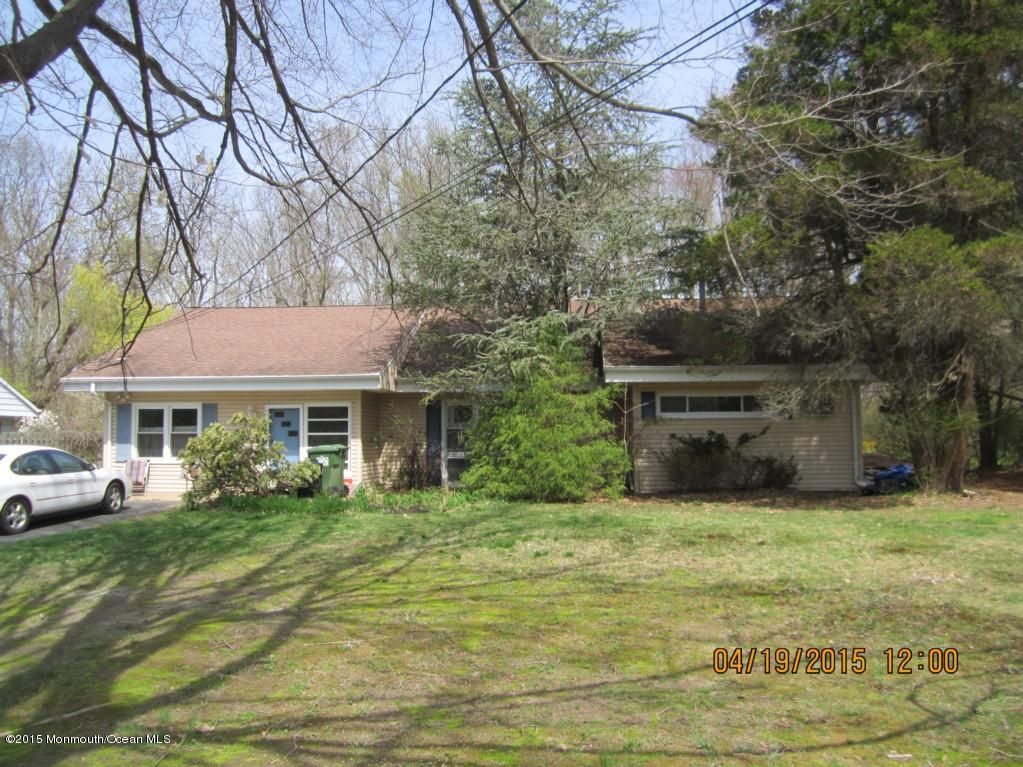 Photo of home for sale at 10 Pine Drive Drive, Roosevelt NJ
