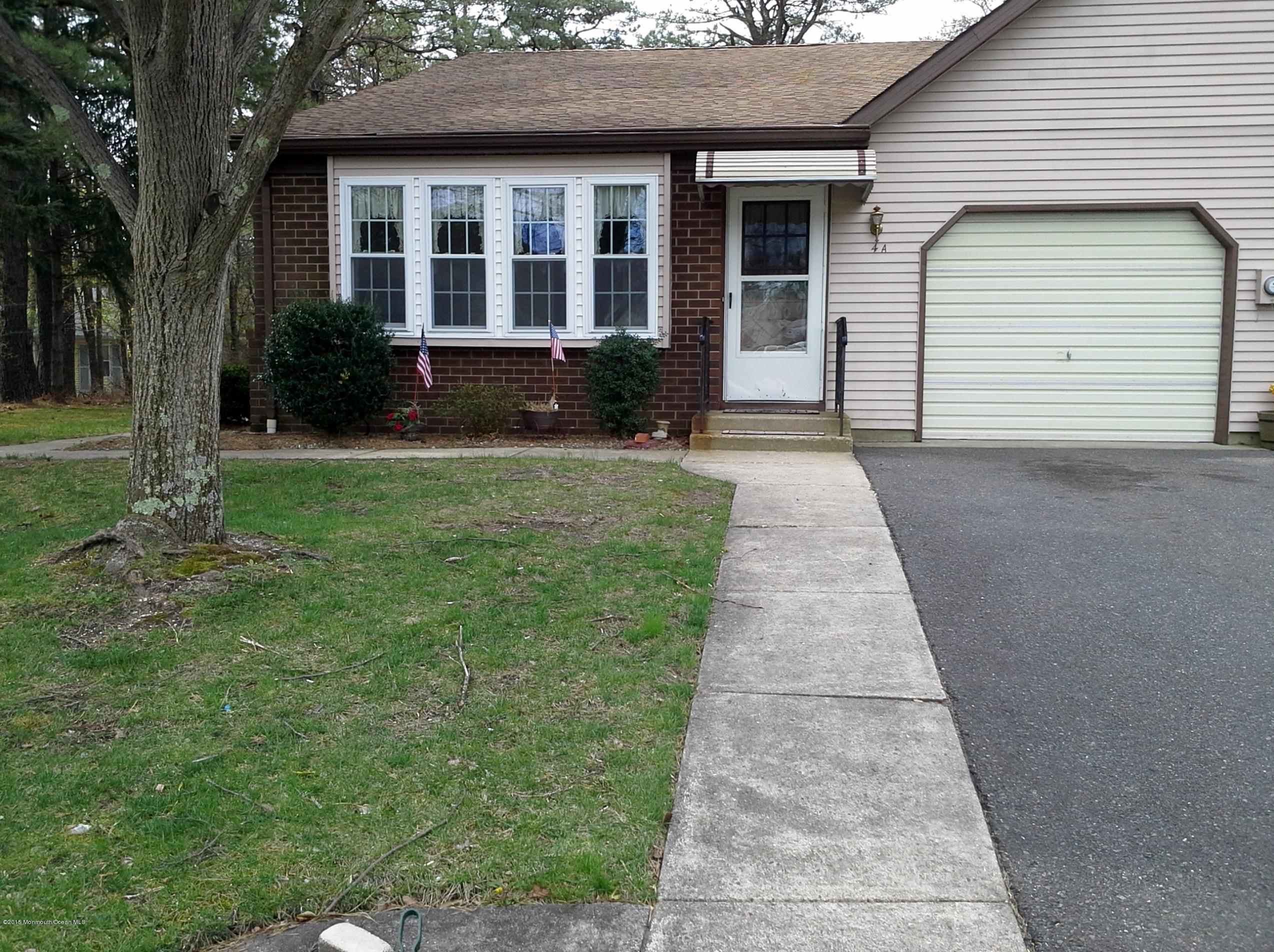 Photo of home for sale at 4a Bayberry Lane Lane, Whiting NJ