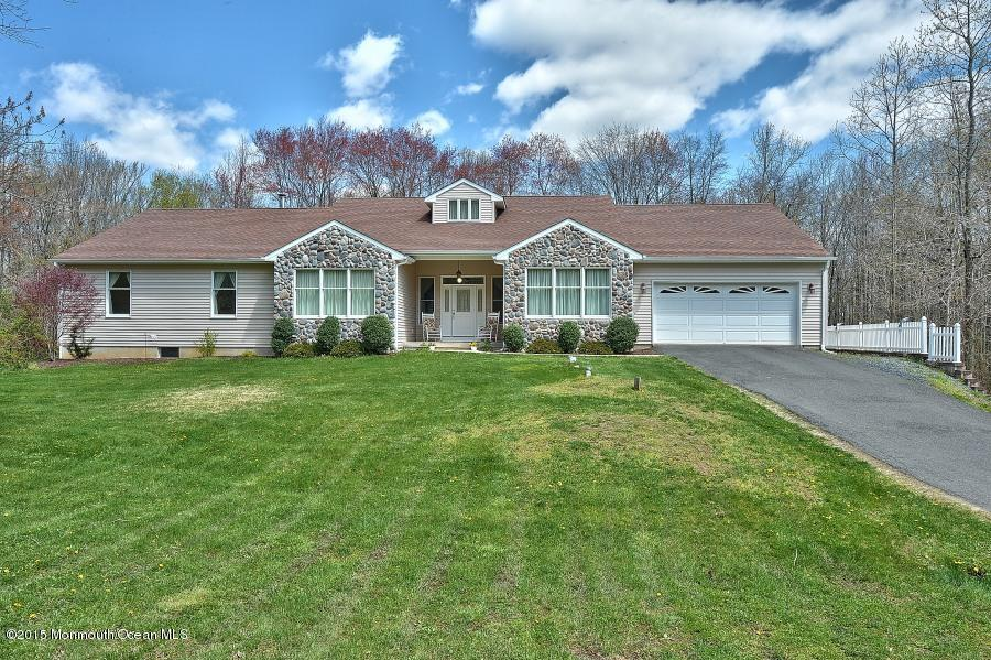 Photo of home for sale at 33 Larrison Road Road, Wrightstown NJ