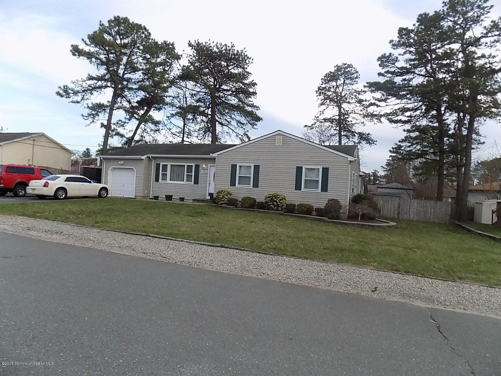Photo of home for sale at 1108 8th Avenue Avenue, Toms River NJ