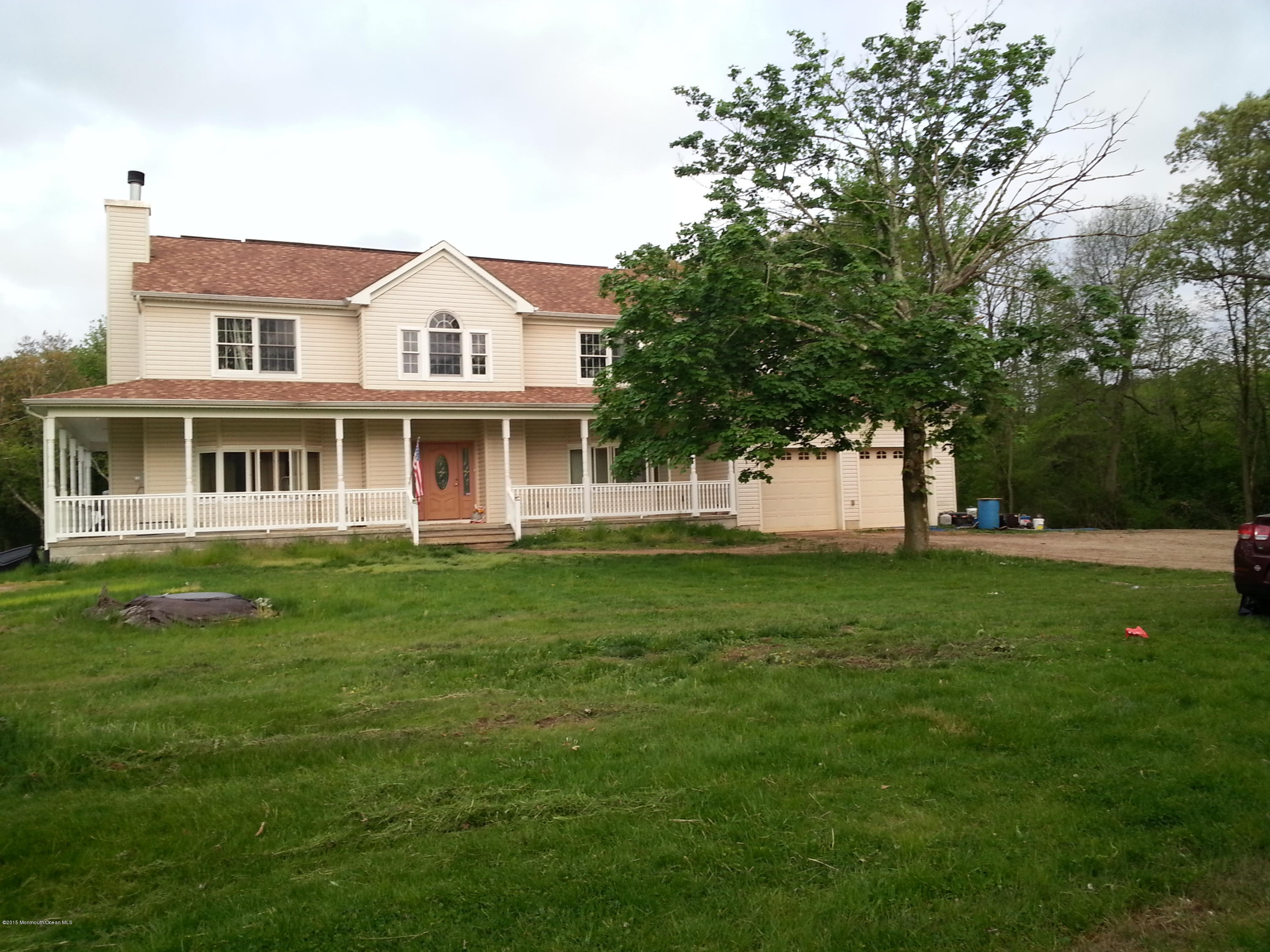 Photo of home for sale at 105 Birdsall Road Road, Farmingdale NJ