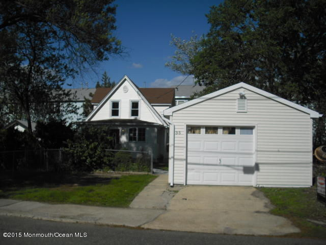 Photo of home for sale at 35 Campview Place Place, Keansburg NJ