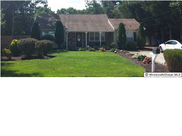 Photo of home for sale at 152 Captain Road Road, Manahawkin NJ