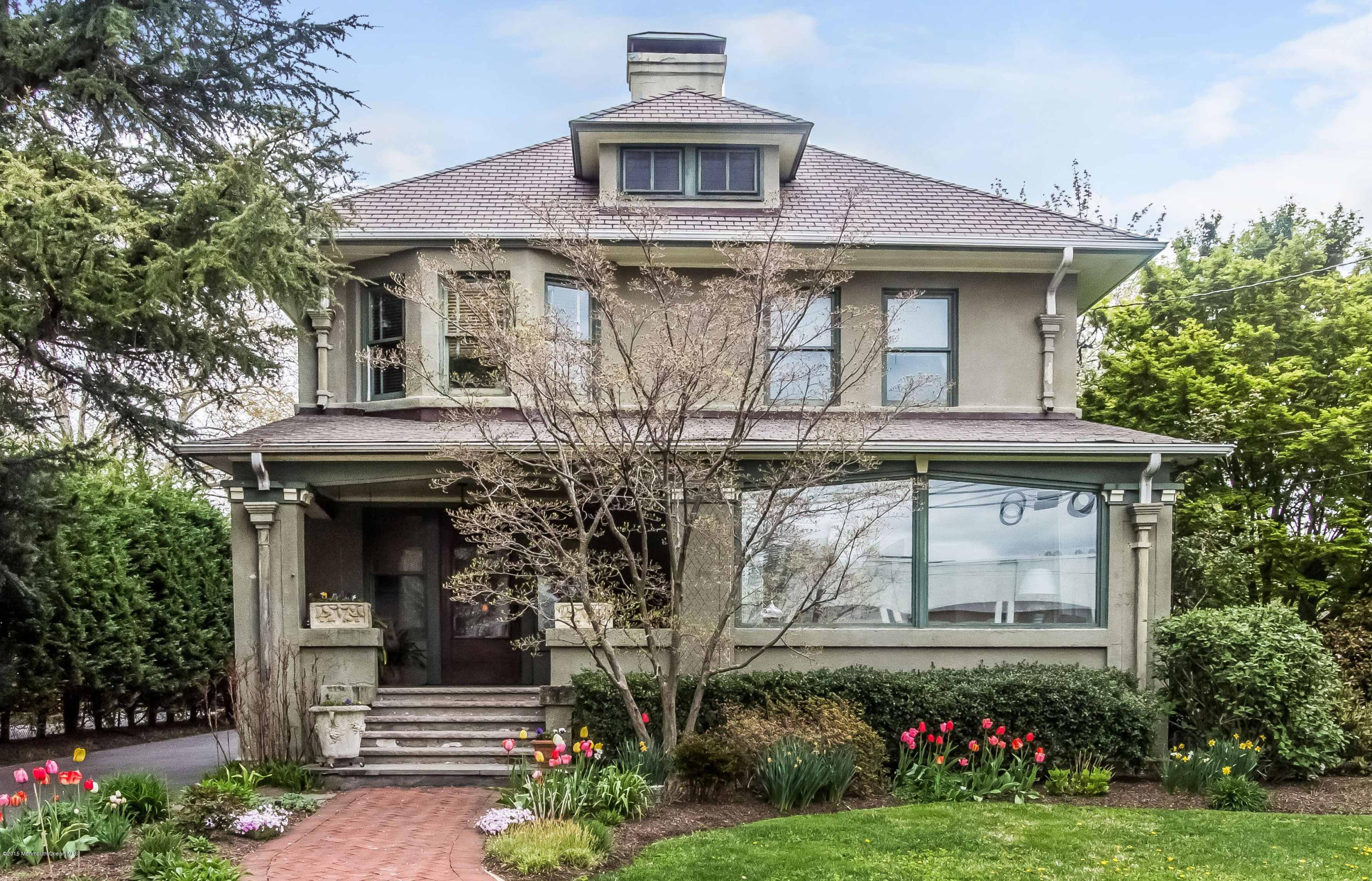 Photo of home for sale at 163 Maple Avenue Avenue, Red Bank NJ