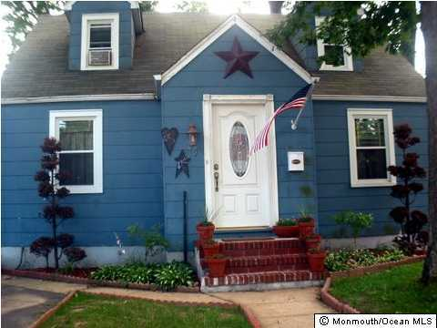 Photo of home for sale at 9 Rues Lane Lane, East Brunswick NJ