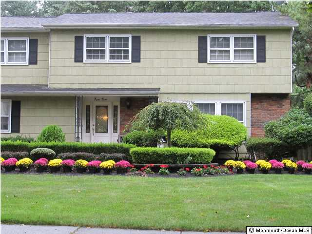 Photo of home for sale at 43 Shady Lane Lane, Freehold NJ