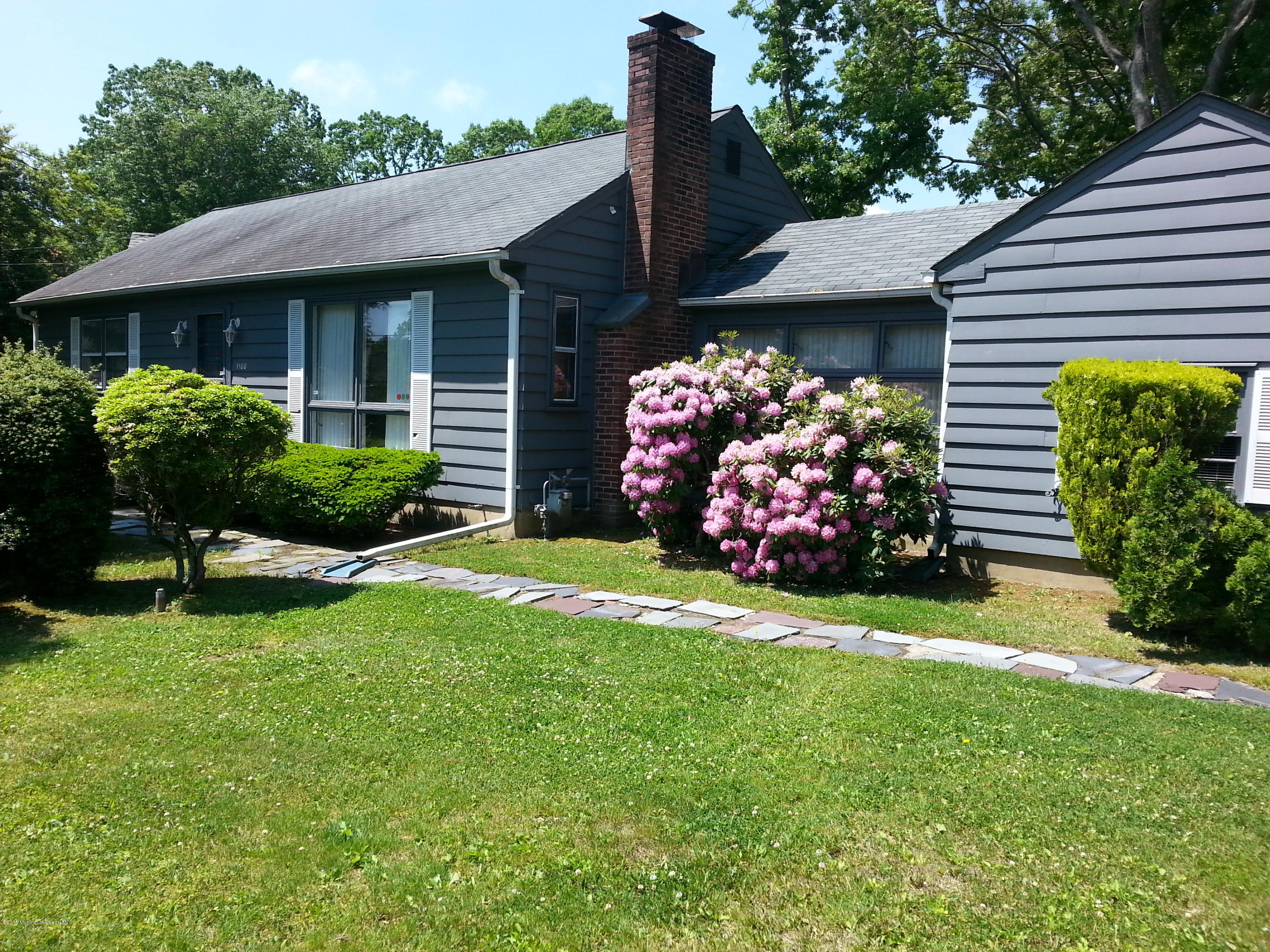 Photo of home for sale at 1100 Riverview Drive Drive, Brielle NJ