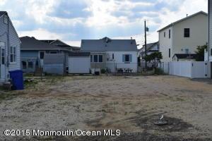Photo of home for sale at 1821 Washington Avenue Avenue, Ortley Beach NJ