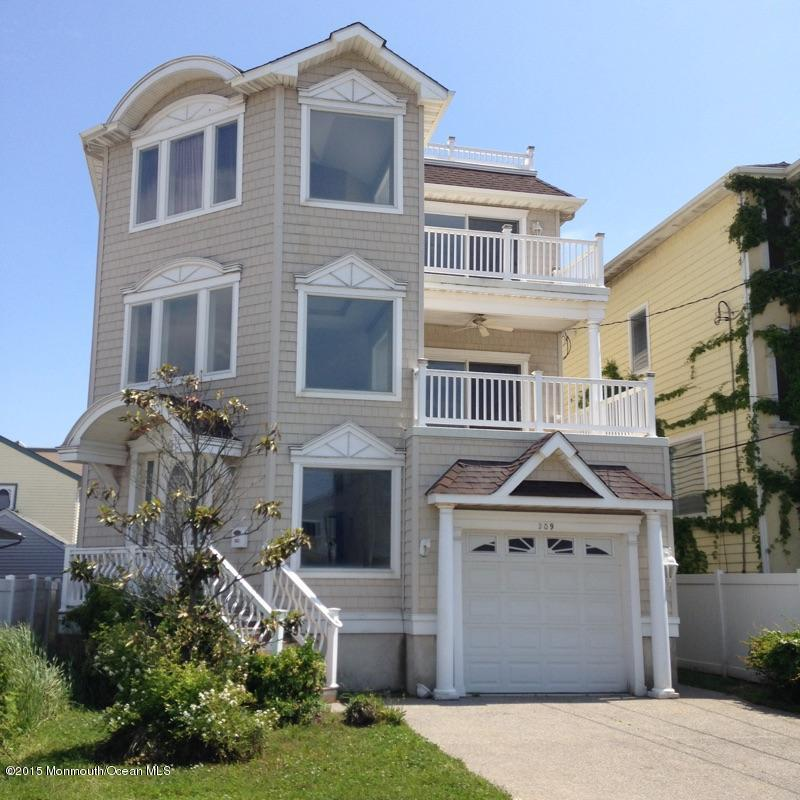 Photo of home for sale at 209 13th Street Street N, Brigantine City NJ