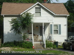 Photo of home for sale at 312 Navesink Avenue Avenue, Navesink NJ