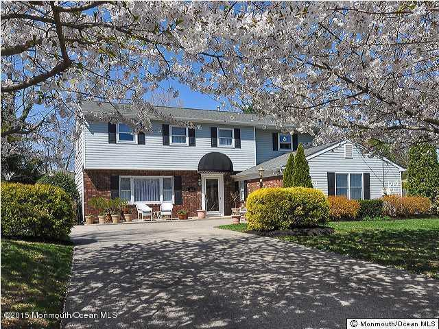 Photo of home for sale at 612 Greenwich Court Court, Toms River NJ
