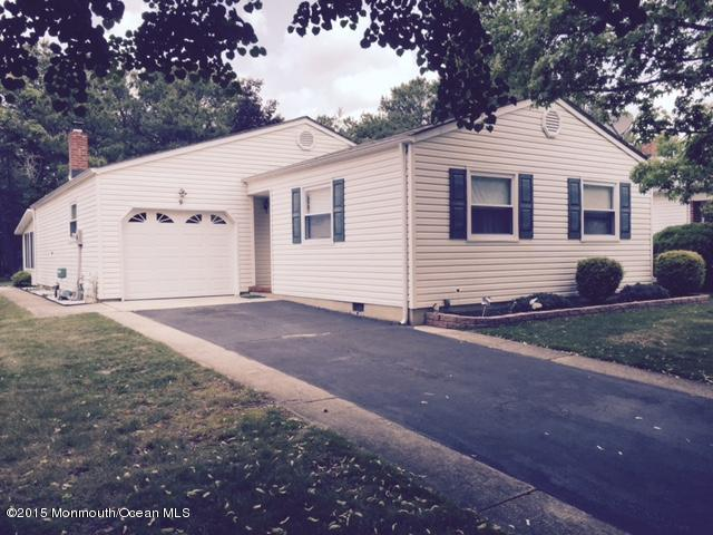 Photo of home for sale at 9 Sky Harbor Court Court, Toms River NJ