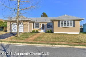 Photo of home for sale at 127 Bimini Drive Drive, Toms River NJ