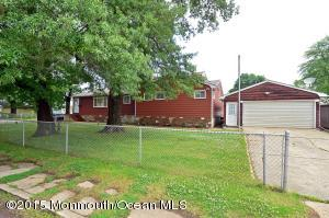 Photo of home for sale at 28 Lawrence Avenue Avenue, Keansburg NJ