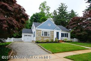 Photo of home for sale at 43 Hendrickson Avenue Avenue, Red Bank NJ