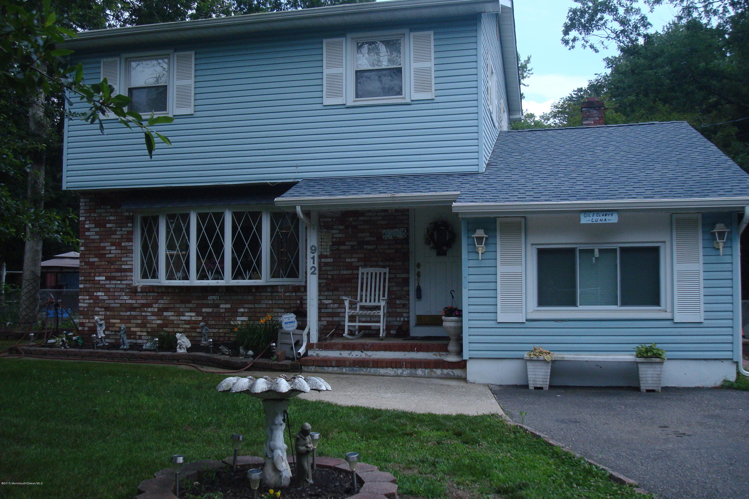 Photo of home for sale at 912 Veterans Highway Highway E, Jackson NJ