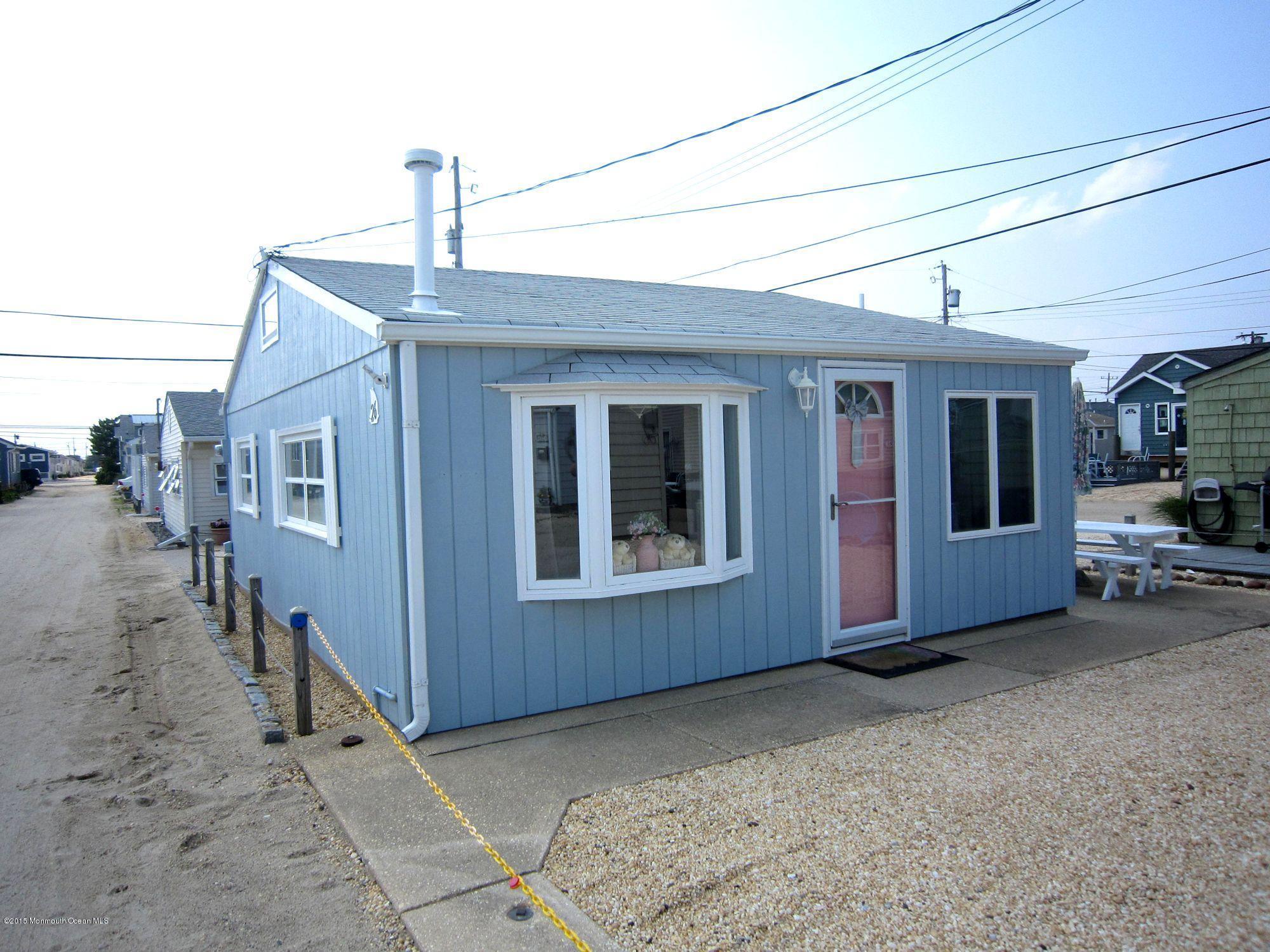 Photo of home for sale at 26 Sandpiper Way Way E, Lavallette NJ