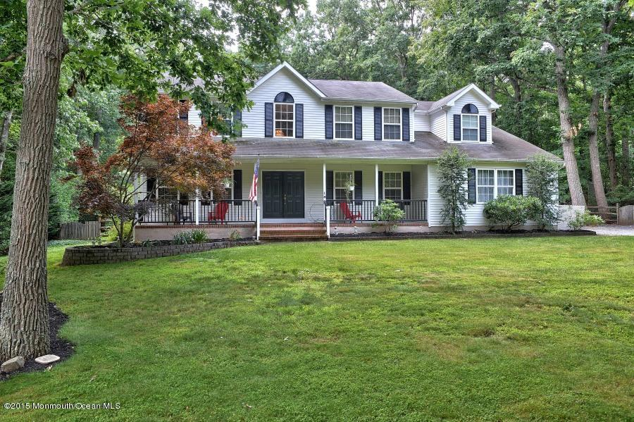 Photo of home for sale at 18 Hemlock Drive Drive, New Egypt NJ