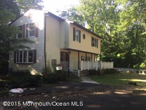 Photo of home for sale at 33 Laurelhurst Drive Drive, Cliffwood Beach NJ