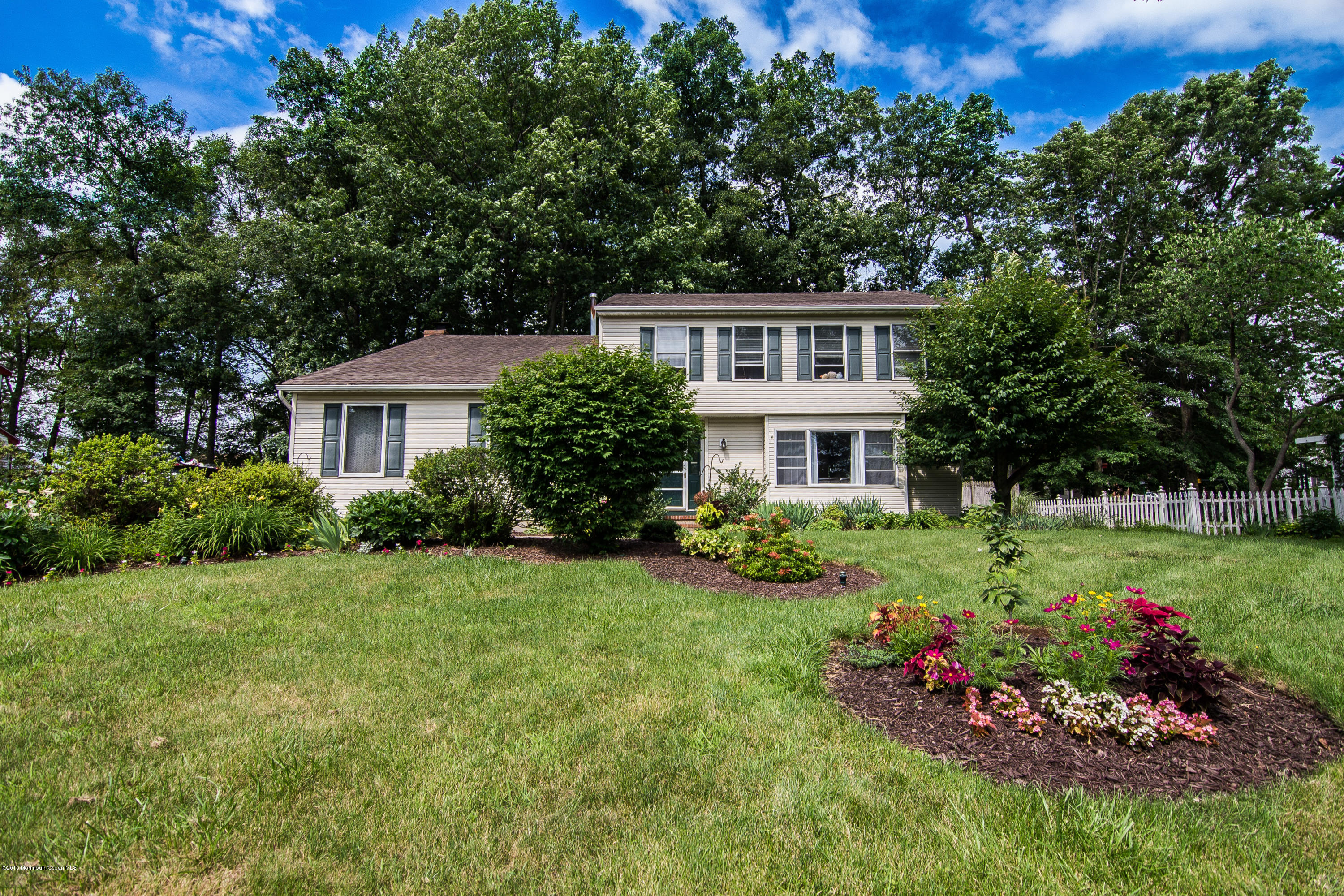 Photo of home for sale at 42 Pinecrest Road Road, Franklin NJ