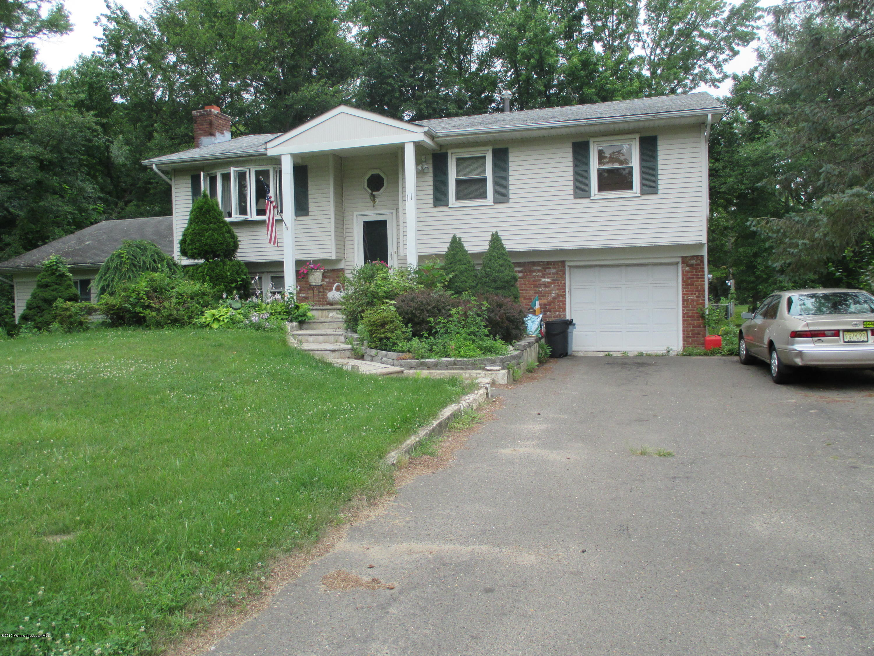 Photo of home for sale at 11 Pease Road Road, Manalapan NJ