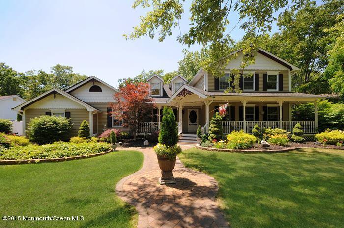 Photo of home for sale at 7 Ditton Lane Lane, Lanoka Harbor NJ