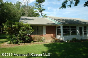 Photo of home for sale at 40a Cambridge Court Court, Lakewood NJ