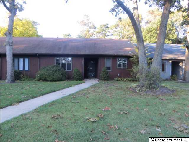 Photo of home for sale at 203 Clipper Court Court, Toms River NJ