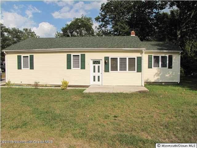 Photo of home for sale at 375 Wheaton Avenue Avenue, Bayville NJ
