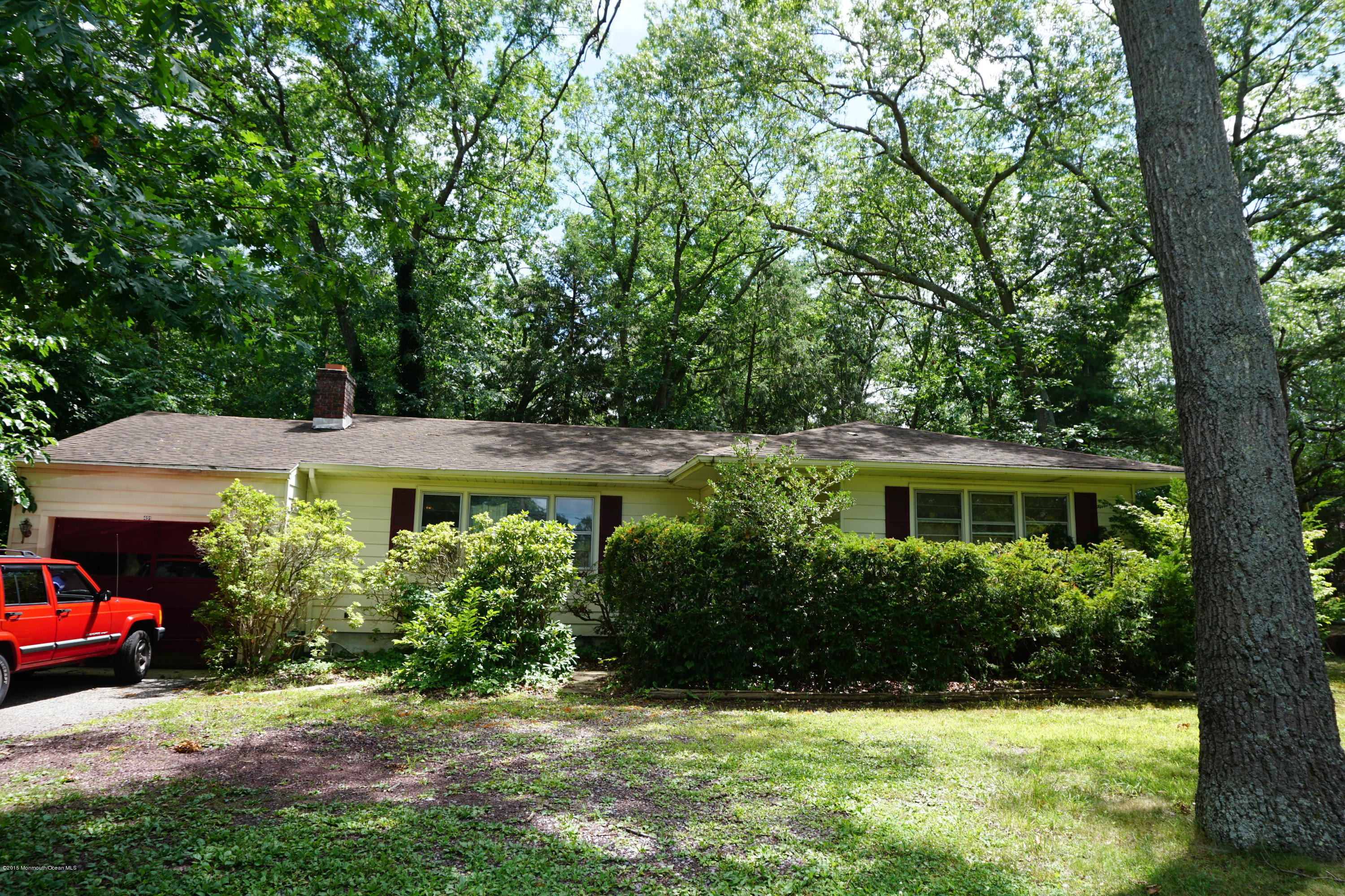 Photo of home for sale at 491 Lakehurst Road Road, Toms River NJ
