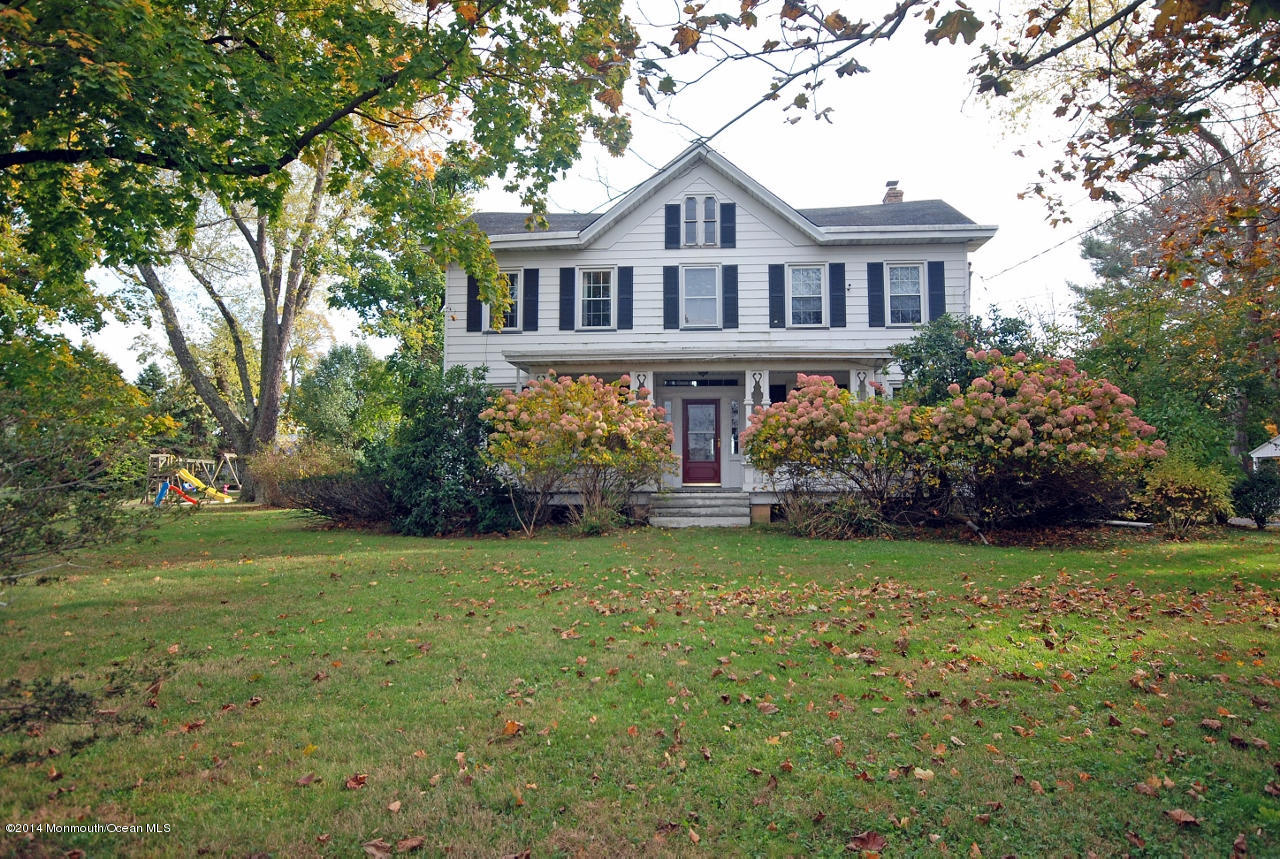 Photo of home for sale at 37 Baird Road Road, Millstone NJ