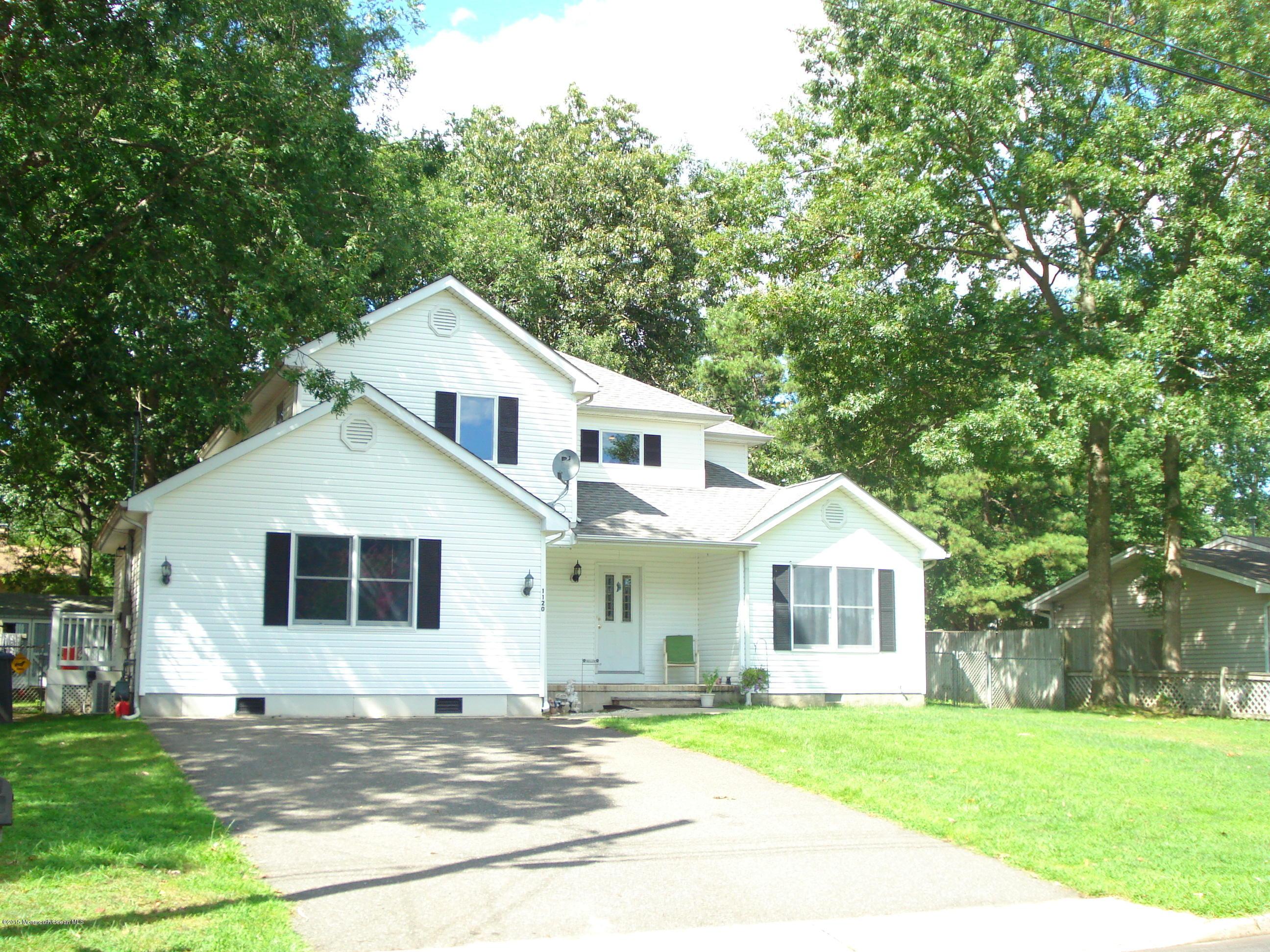 Photo of home for sale at 1120 Fathom Avenue Avenue, Manahawkin NJ