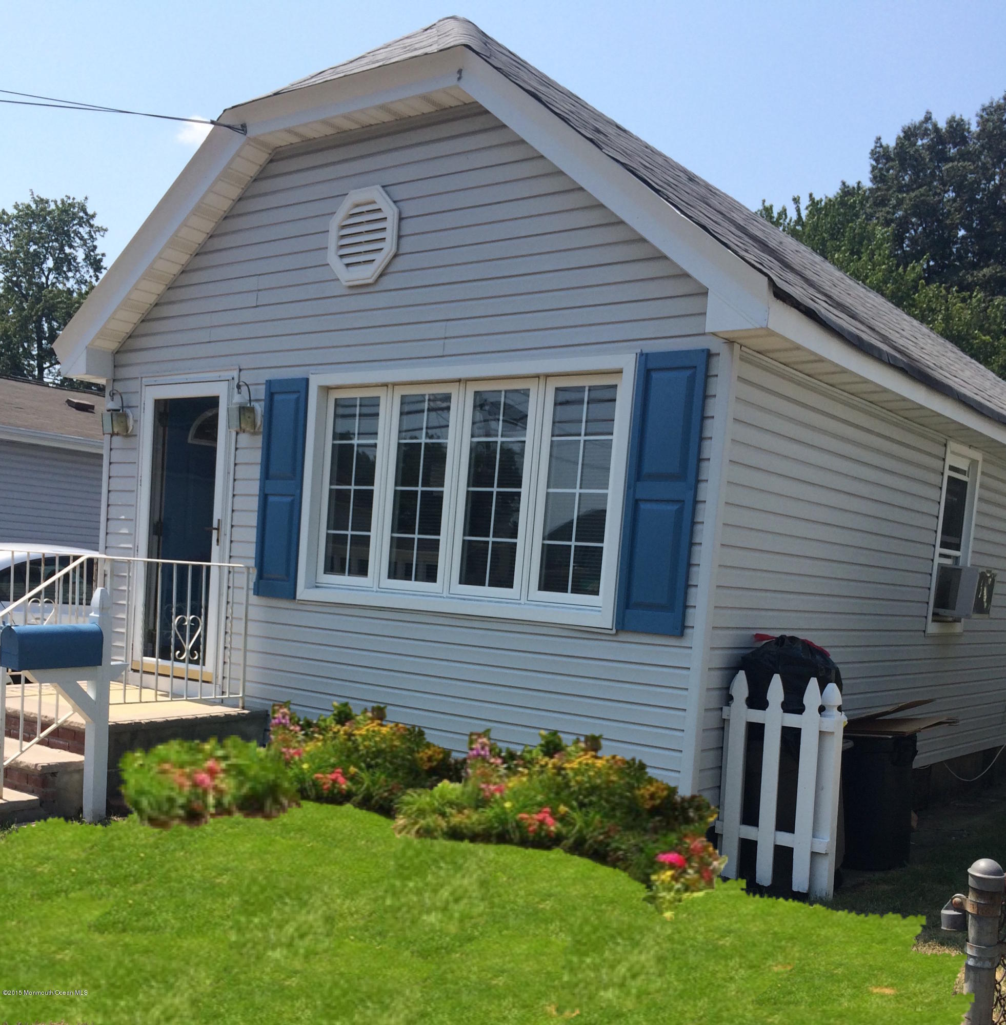Photo of home for sale at 161 Ocean Avenue Avenue, North Middletown NJ