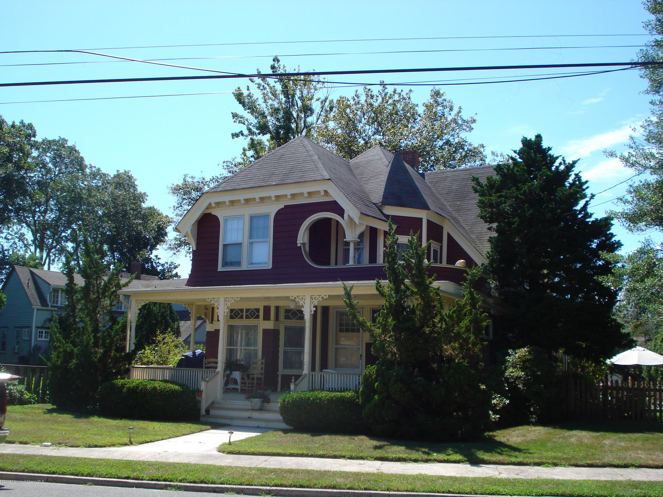 Photo of home for sale at 6 Bayview Avenue Avenue, Island Heights NJ