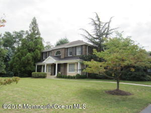 Photo of home for sale at 27 Oxford Lane Lane, Eatontown NJ