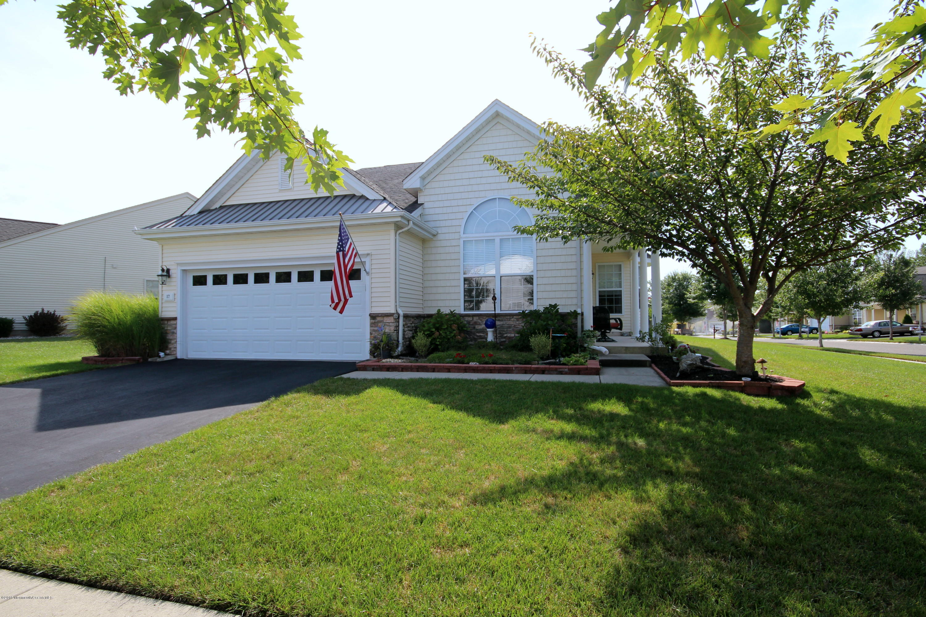Photo of home for sale at 17 Watch Hill Lane Lane, Barnegat NJ