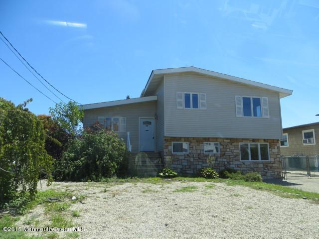 Photo of home for sale at 53 Archer Avenue Avenue S, Bayville NJ