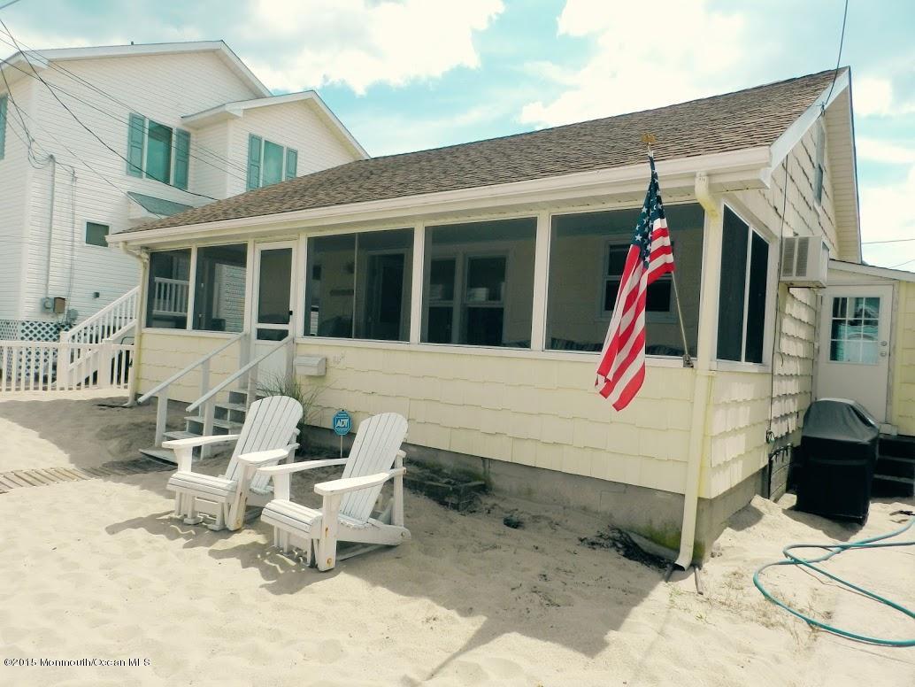 Photo of home for sale at 8 Hendricksons Row, Point Pleasant Beach NJ