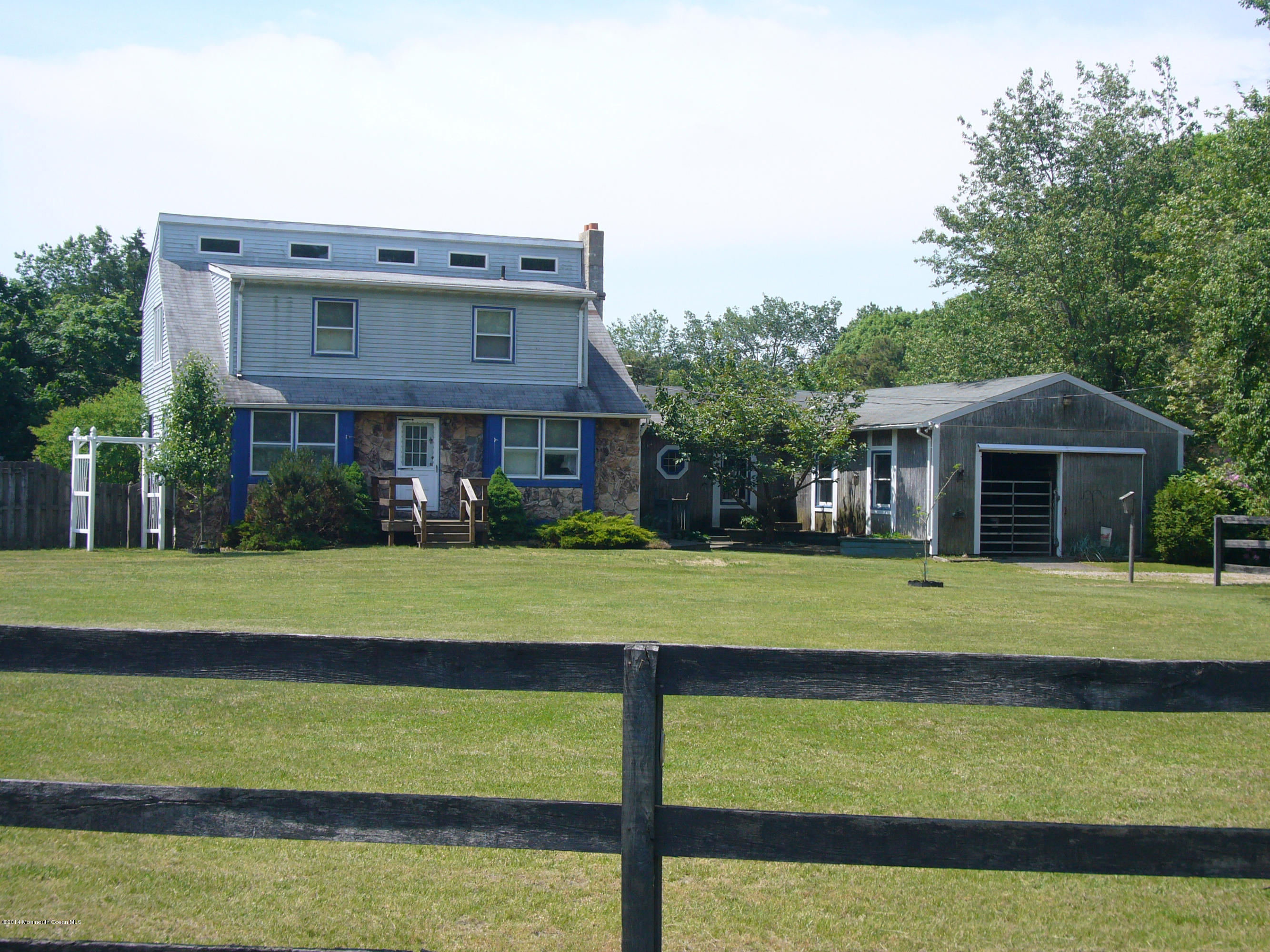 Photo of home for sale at 34 Lacey Road Road, Whiting NJ