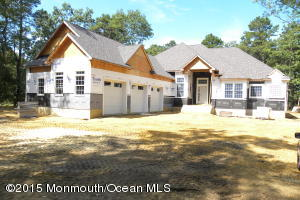 Photo of home for sale at 5 Cranberry Harvest Court Court, Jackson NJ
