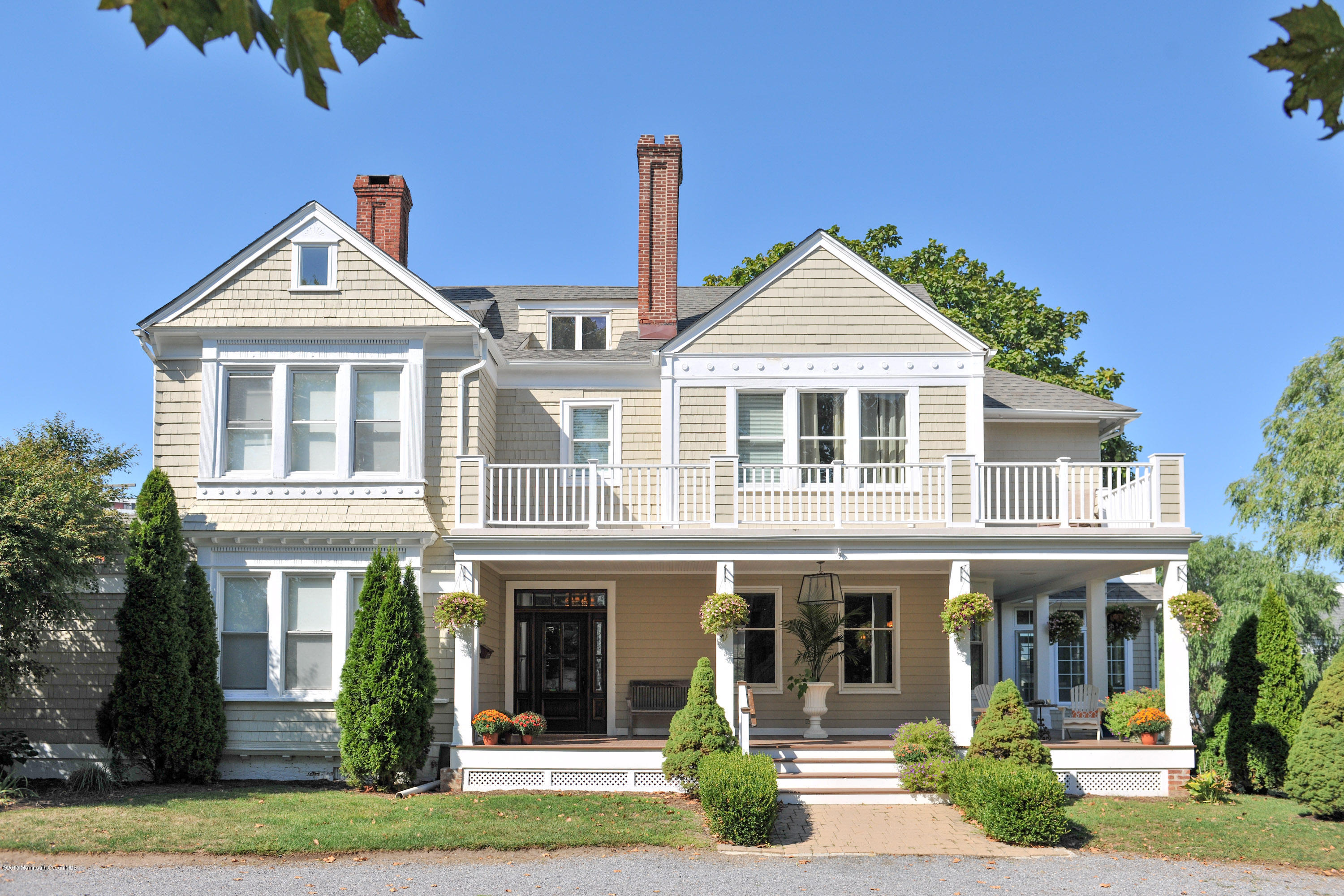 Photo of home for sale at 7 Club Circle Circle, Monmouth Beach NJ