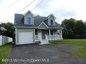 Photo of home for sale at 809 Lowell Avenue Avenue, Toms River NJ