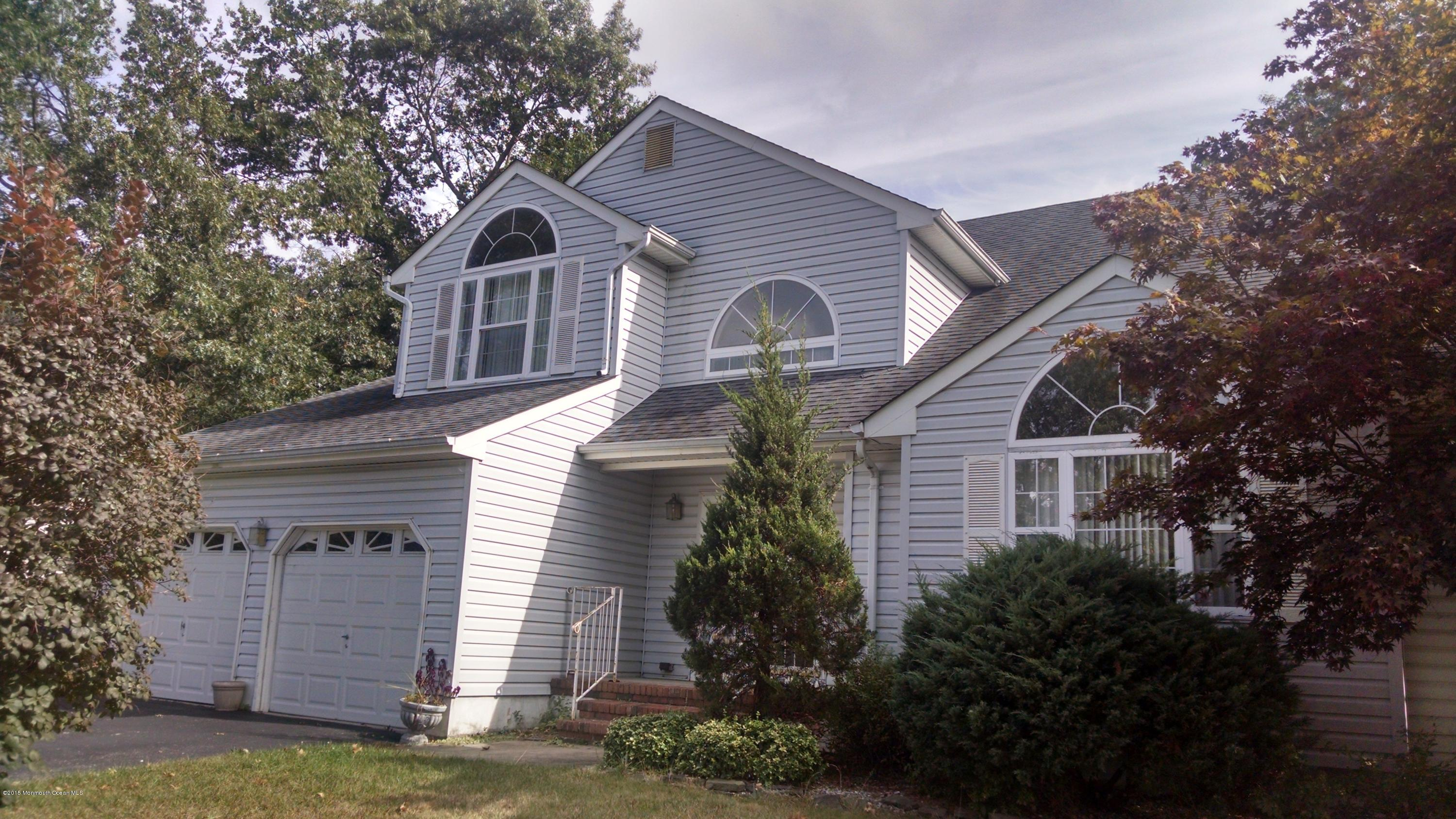Photo of home for sale at 1934 White Knoll Drive Drive, Toms River NJ