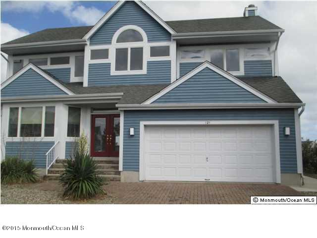 Photo of home for sale at 121 Glimmer Glass Circle Circle, Manasquan NJ