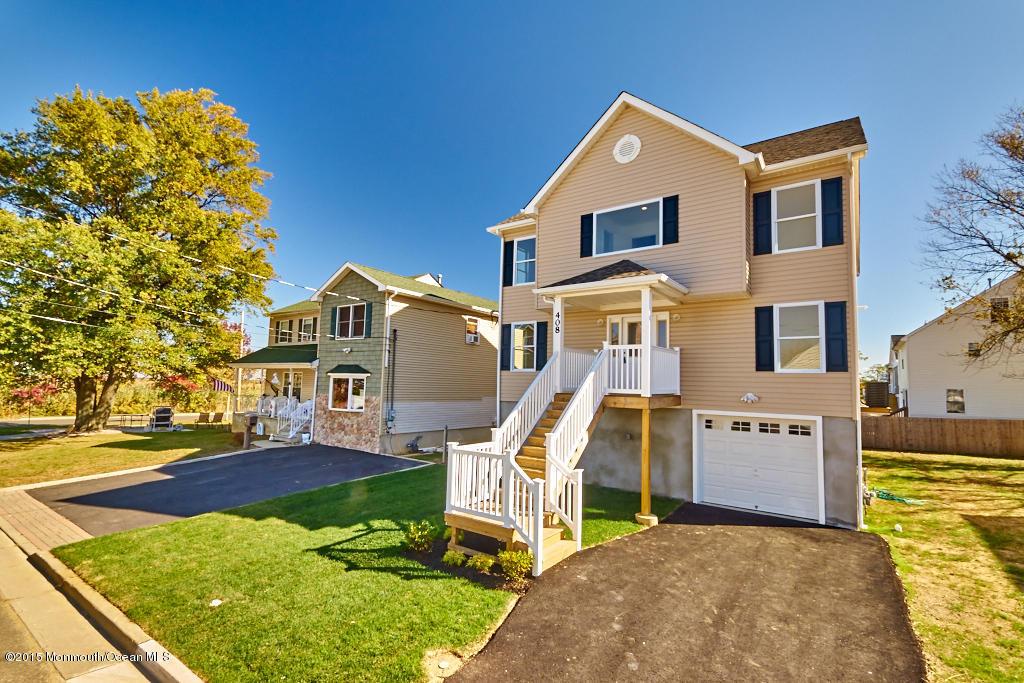 Photo of home for sale at 408 Beachview Avenue Avenue, Union Beach NJ