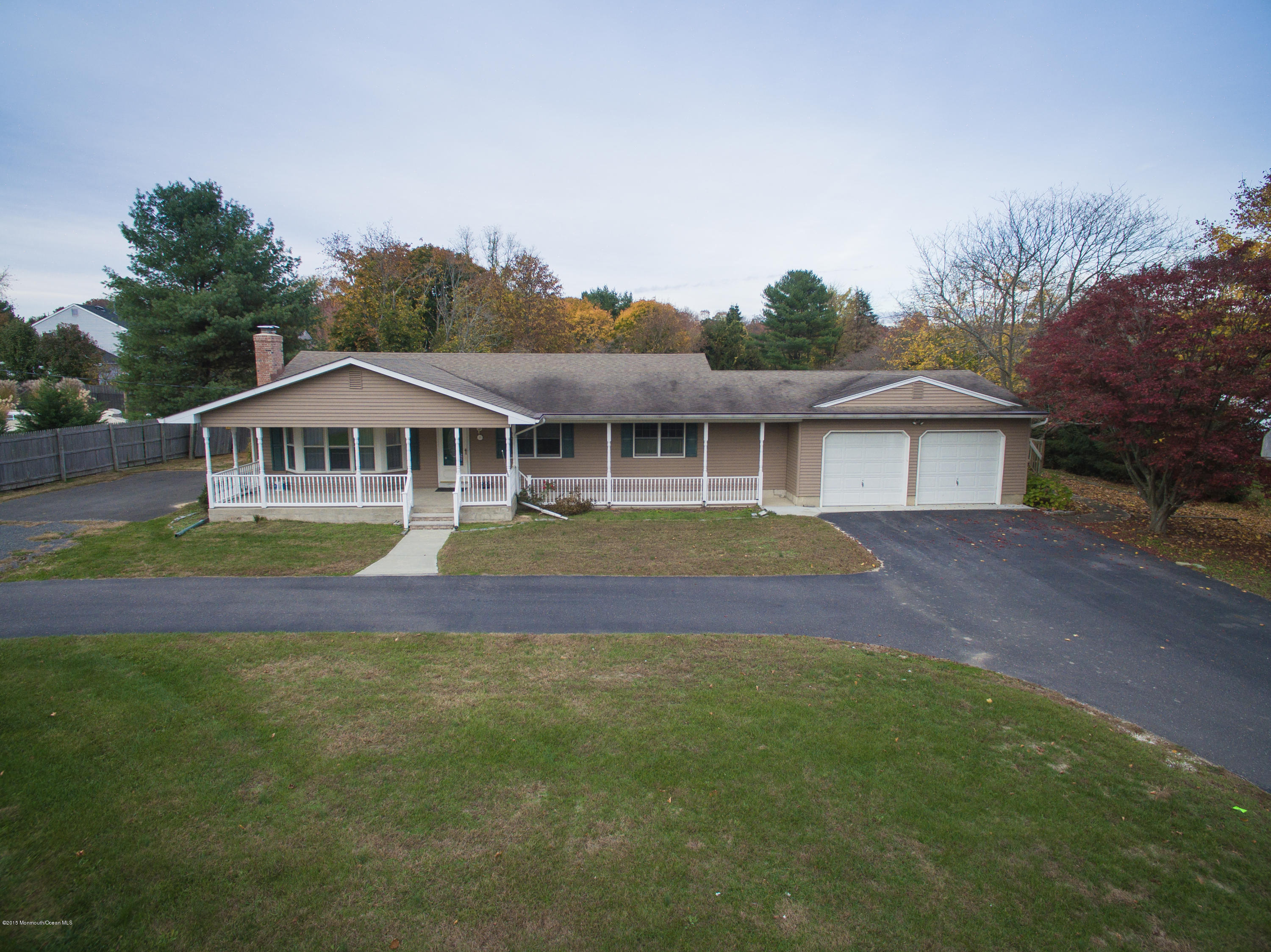 Photo of home for sale at 671 Herbertsville Road Road, Brick NJ