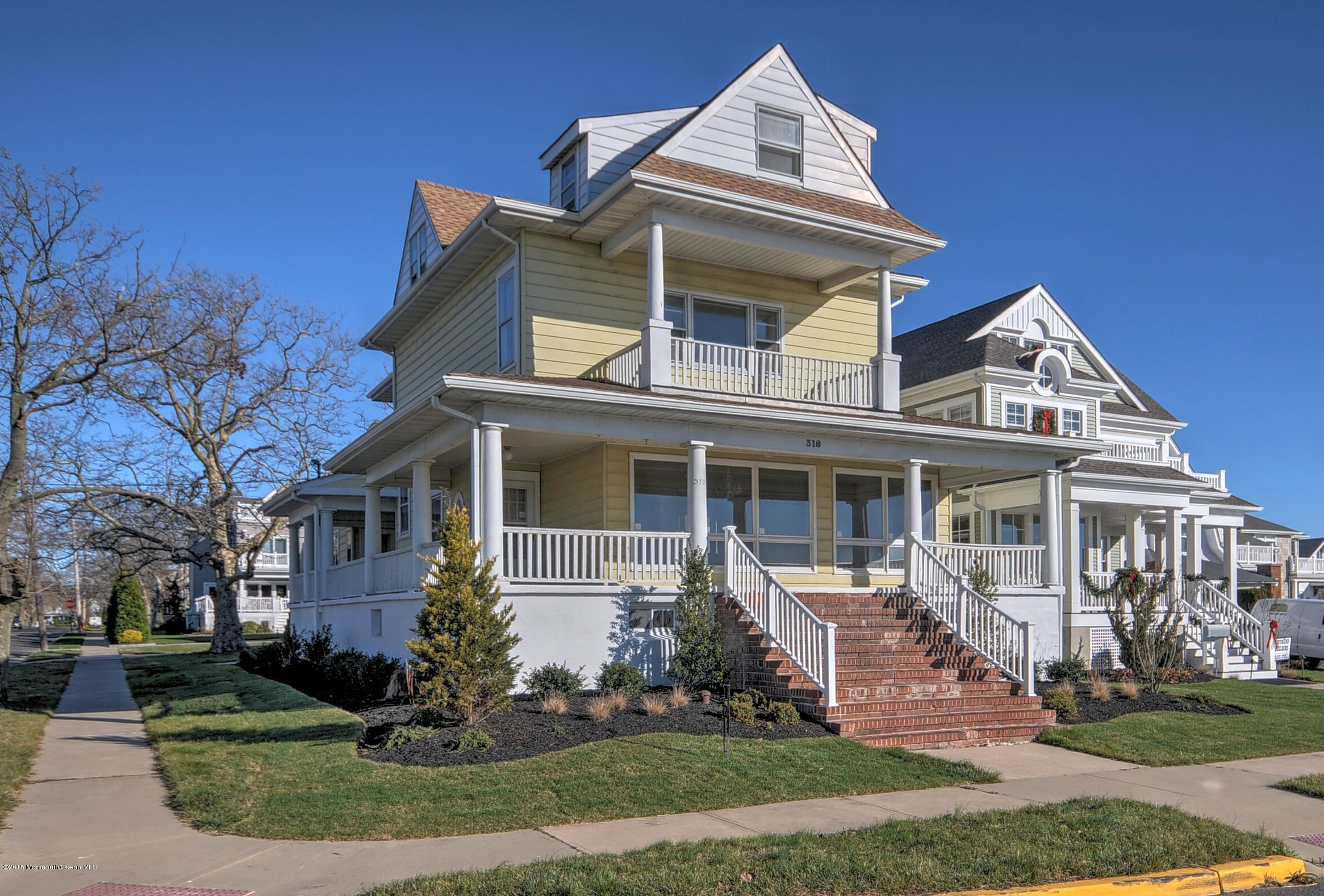 Photo of home for sale at 318 Lake Avenue Avenue N, Belmar NJ
