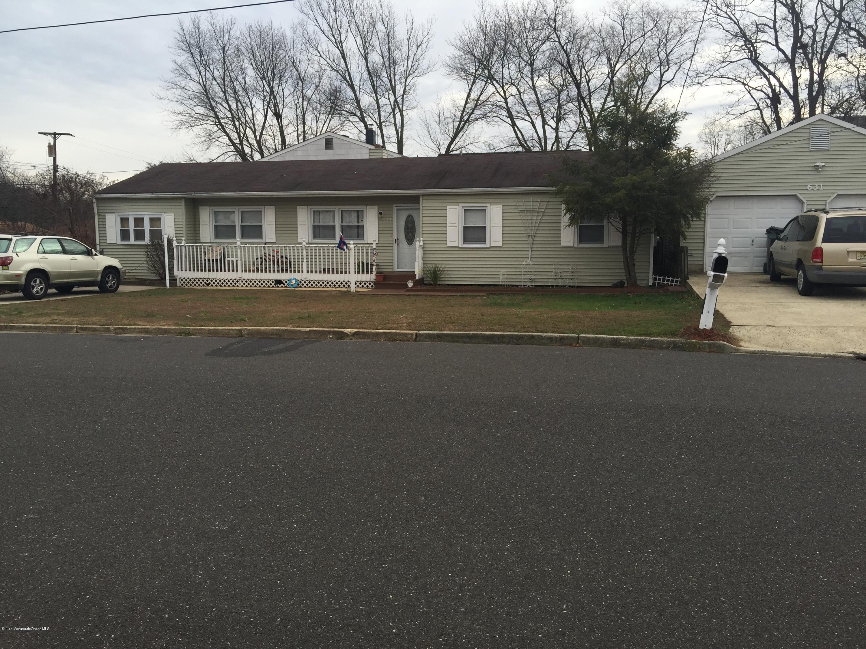 Photo of home for sale at 631 Carolina Avenue Avenue, Brick NJ