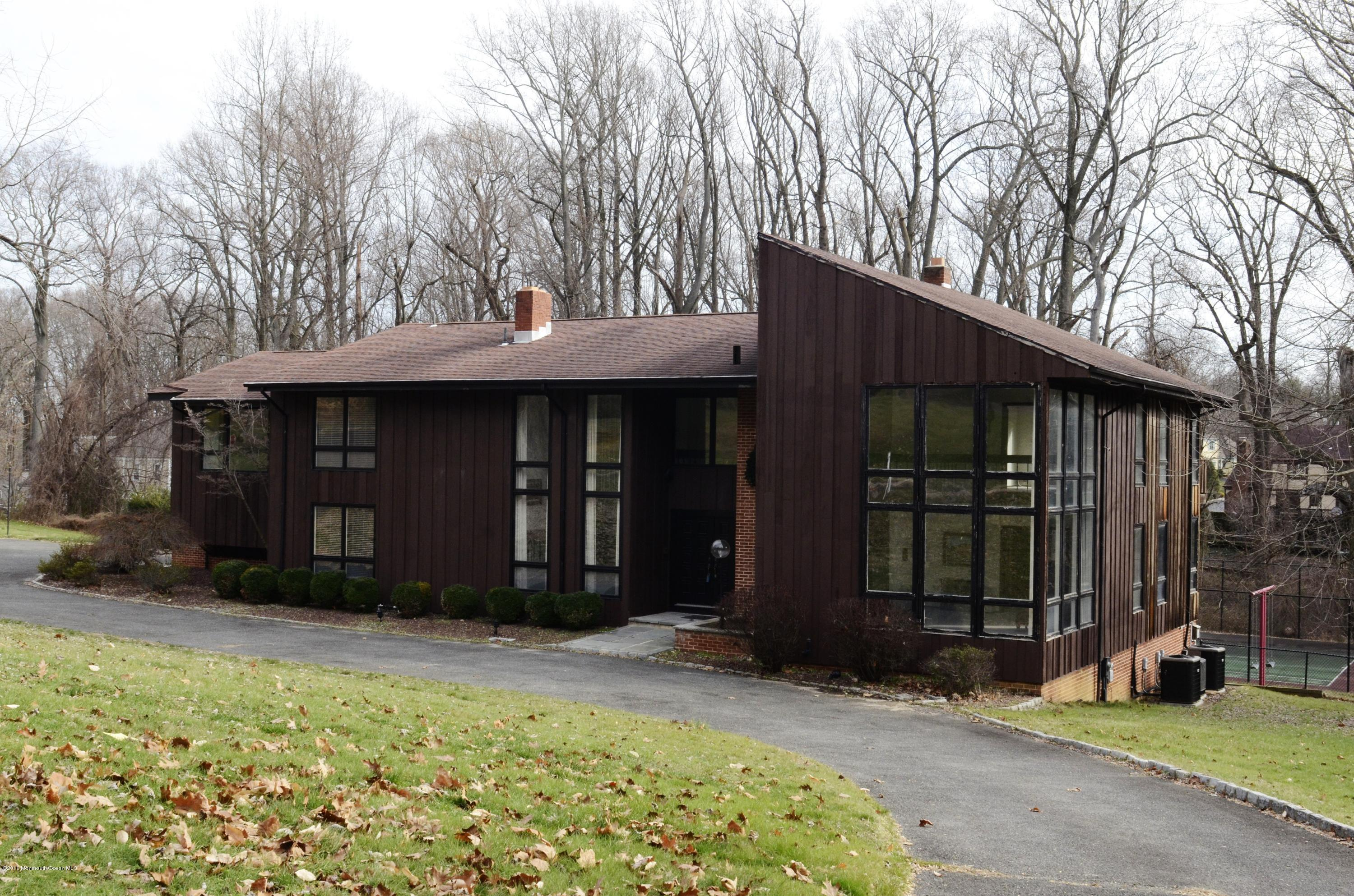 Photo of home for sale at 2 Shadow Ridge Court Court, Holmdel NJ
